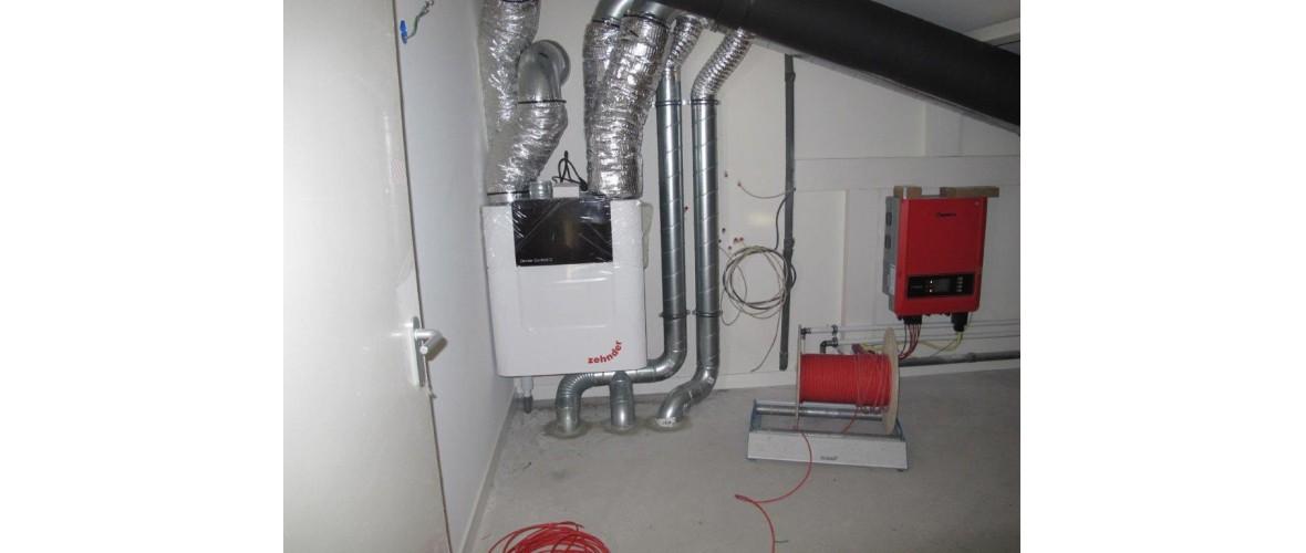Oktober 2020 - De technische ruimte op de verdieping met de warmte terugwin-unit en de omvormer van de zonnepanelen